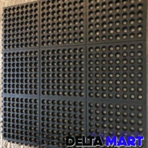 Interlocking drainage mat