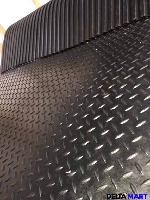 Checker design rubber stable mat